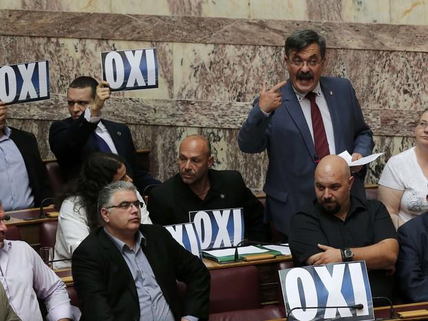 Líder grego admite 'erros' e cita avanços na proposta a credores