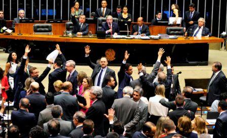 Deputados acionam STF para tentar derrubar votação da maioridade penal